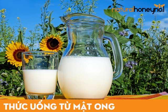 Sữa kết hợp với mật ong là một thức uống từ mật ong không thể bỏ qua