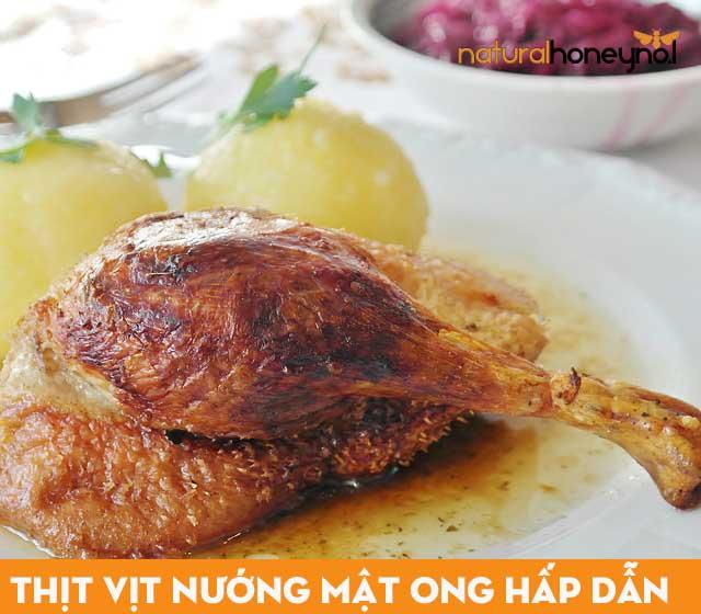 Thịt vịt nướng mật ong có mùi thơm nức lòng, màu sắc đẹp, bắt mắt hấp dẫn mọi người thưởng thức