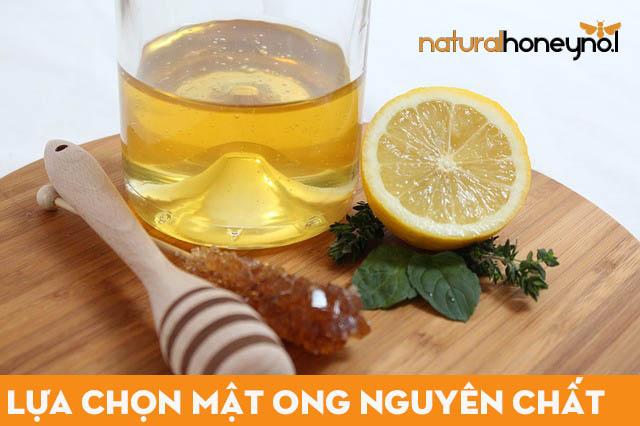 Lựa chọn mật ong thiên nhiên, không chất bảo quản, không lẫn tạp chất làm nguyên liệu món ăn.