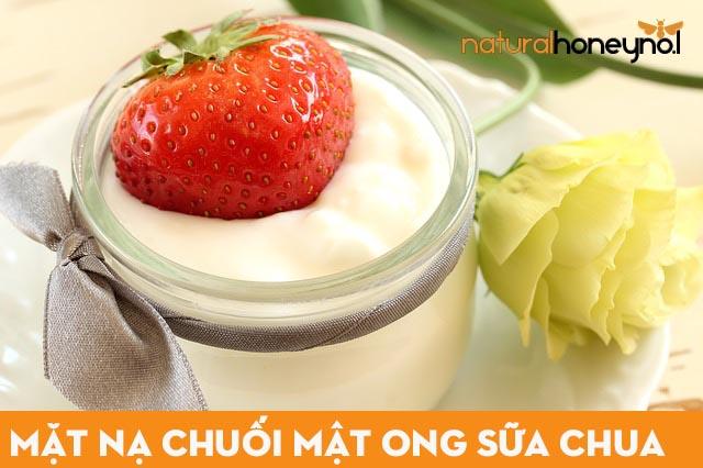 Mặt nạ chuối mật ong kết hợp với sữa chua không đường giúp da sáng rạng ngời.