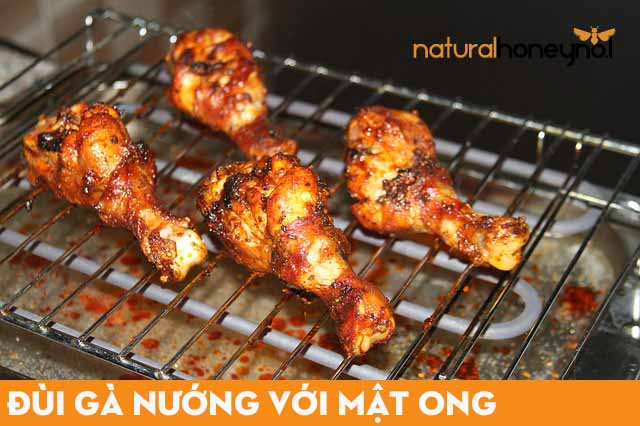 Lựa chọn những đùi gà tươi ngon, nhiều thịt, mềm để làm nguyên liệu trong công thức món ăn